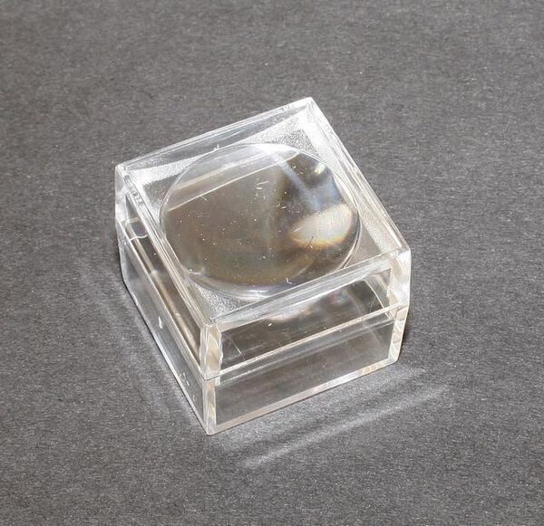 Small magnifying box for fossil stones