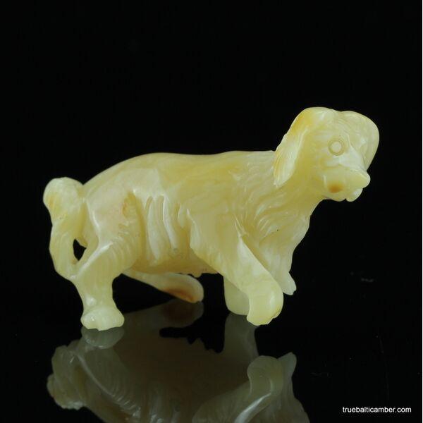 Carved Genuine BALTIC AMBER - Dog 8g